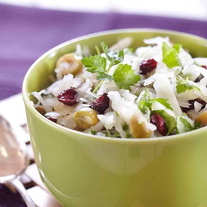 Hapankaalisalaatti. Piristä päivääsi tämän raikkaan salaatin avulla :)