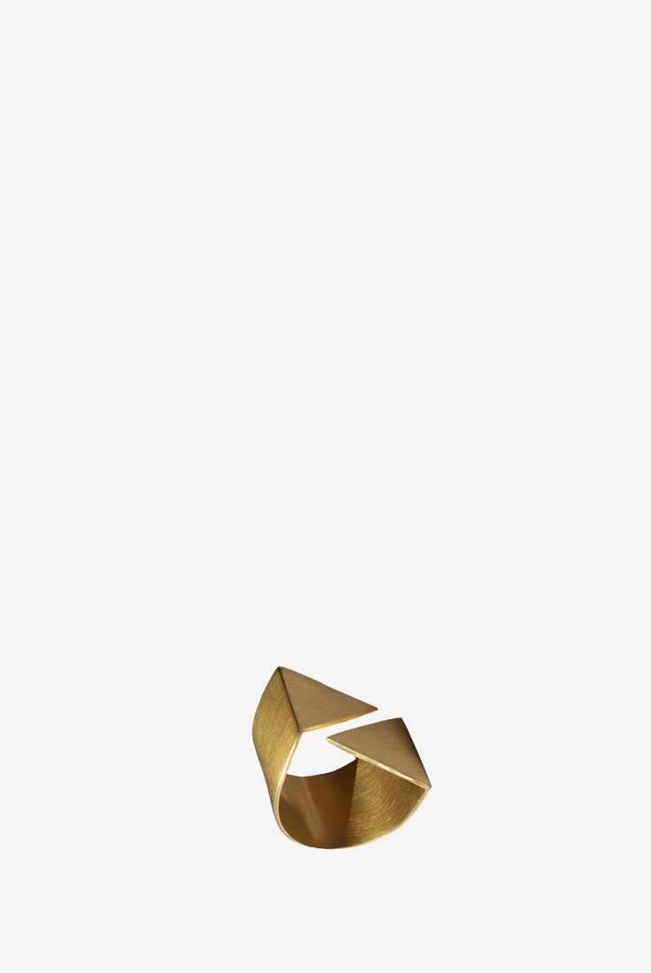 #nuovum #gold #triangle #ring #alabacasares