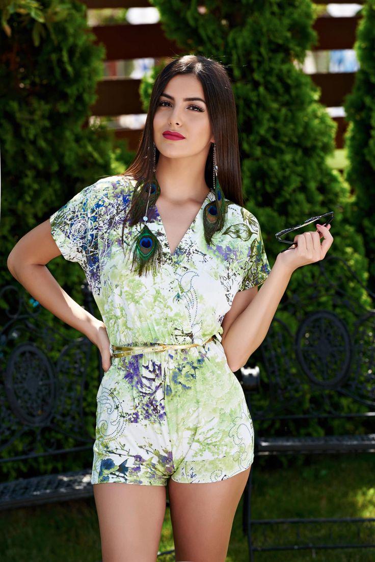 Salopeta MissQ Ravishing Appeal Green. Salopeta de zi, accesorizata cu o curea aurie. Imprimeul da un plus de frumusete acestui model.…