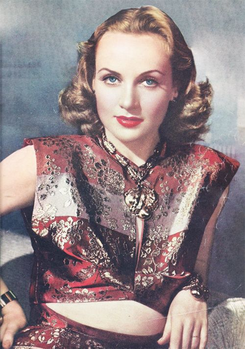 Carole Lombard - she sure is pretty, love her outfit (1940)