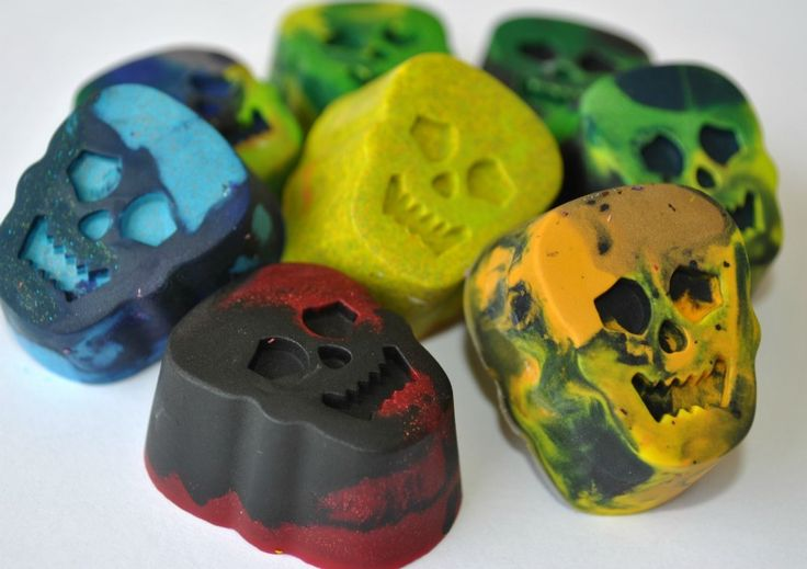 Recycled crayon craft for Halloween