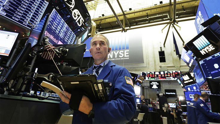 Wall Street Quakes: Media, Tech Stocks Hit by Stock Market Plunge