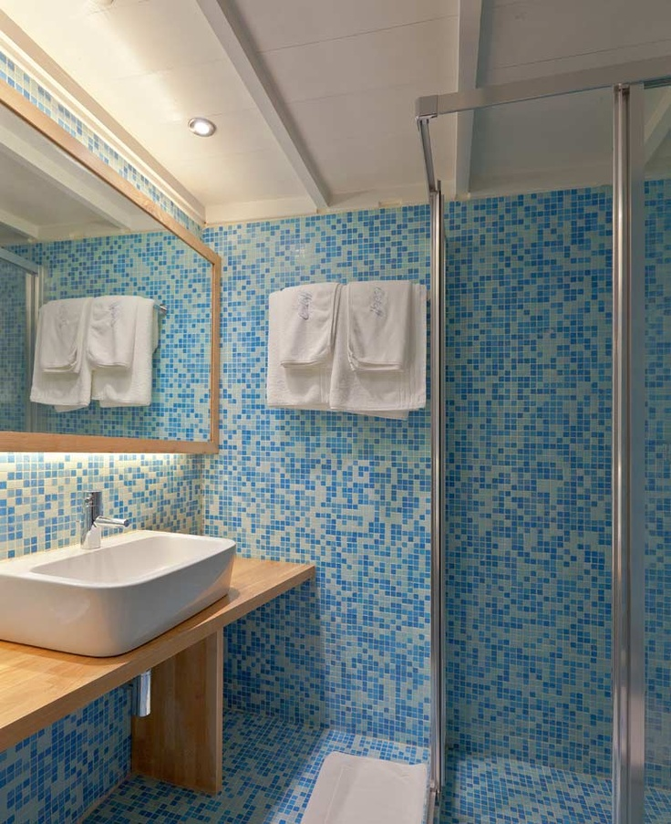Classic Double Rooms Hydra Island | Orloff Hotel bathroom