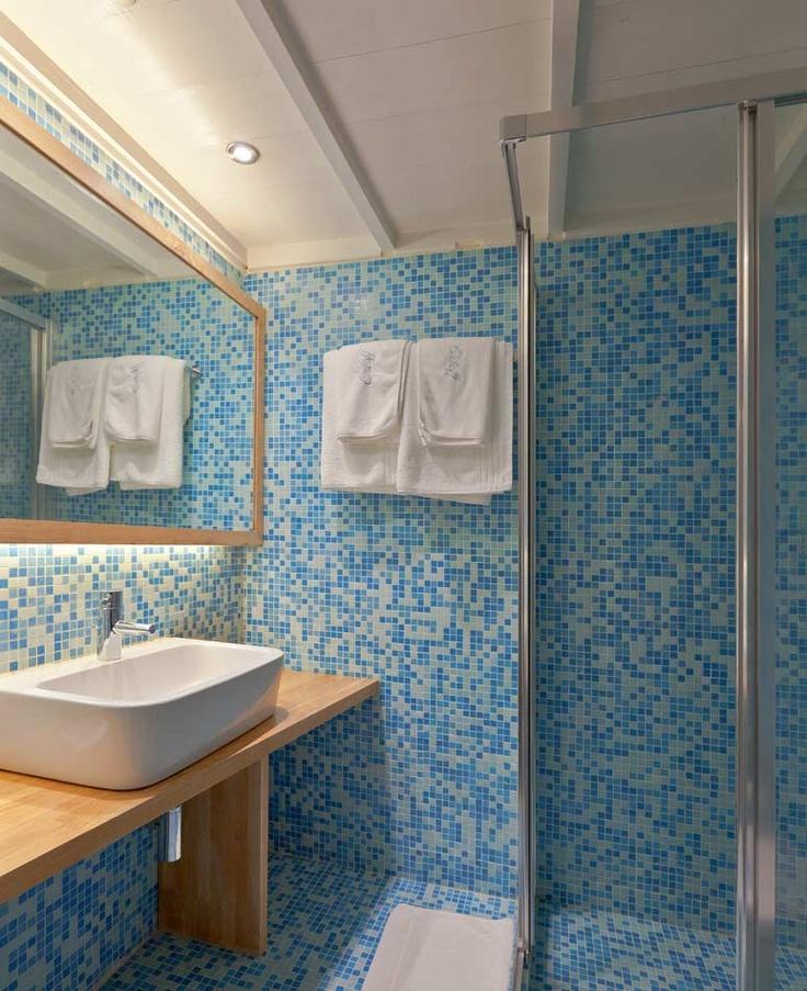 Classic Double Rooms Hydra Island | Orloff Hotel bathroom
