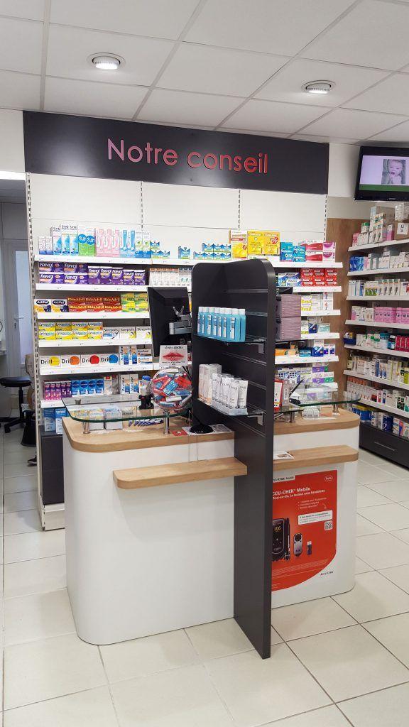 Pharmacie du bourg (86) agencement et création de comptoirs sur mesure