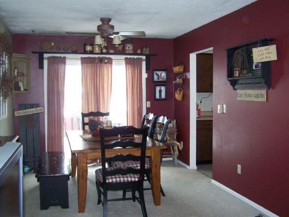Decorating with primitive colors bi level living for Bi level living room ideas