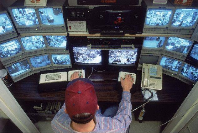 Inngresa   Descubre los beneficios de Inngresa para empresas de vigilancia   Los sistemas biométricos cuentan con innumerables ventajas y beneficios que contribuyen con el desarrollo de las empresas. En Inngresa, brindamos innovadoras aplicaciones con identificación biométrica de huella digital y rostro, que no solo permiten la evaluación del cumplimiento de los trabajadores en tiempo real, también contribuyen con el buen funcionamiento de las empresas de vigilancia.