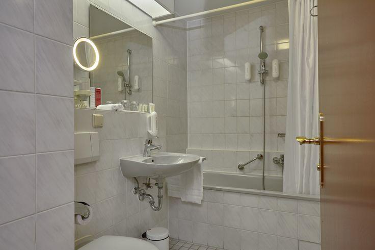Bad Superior Zimmer im H+ Hotel Mannheim