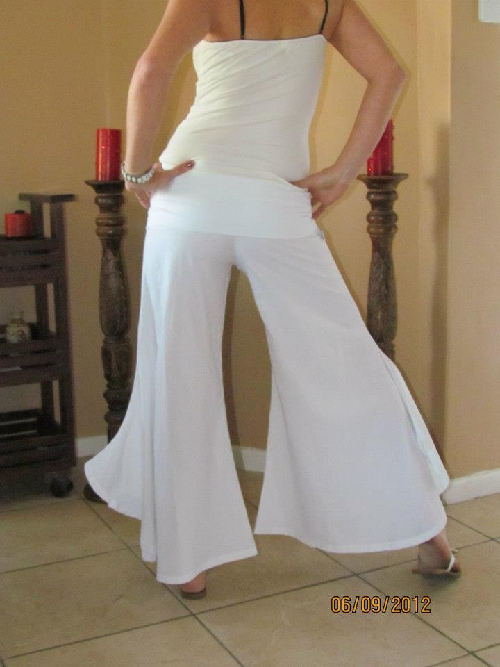 Fun flare pants. I would wear these, in black, to my tango lessons...