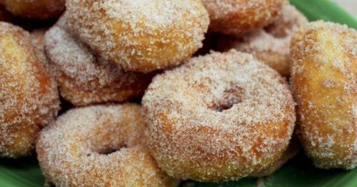 A fánkok legjobbja, könnyen elkészíthető, de az íze csoda jó!!  Hozzávalók:  35 dkg liszt 10 dkg cukor fél tasak sütőpor 2 tojás 3 dkg vaj…