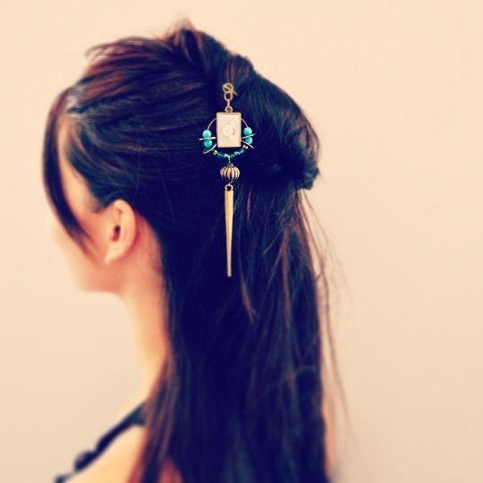 Pic à cheveux ethnique, pic en métal couleur bronze et