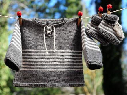 Layette tricotée entièrement à la main.  Travail soigné et délicat. finitions impeccables.  Les fils utilisés sont de qualité et spécialement adaptés à la peau fragile  - 13784801
