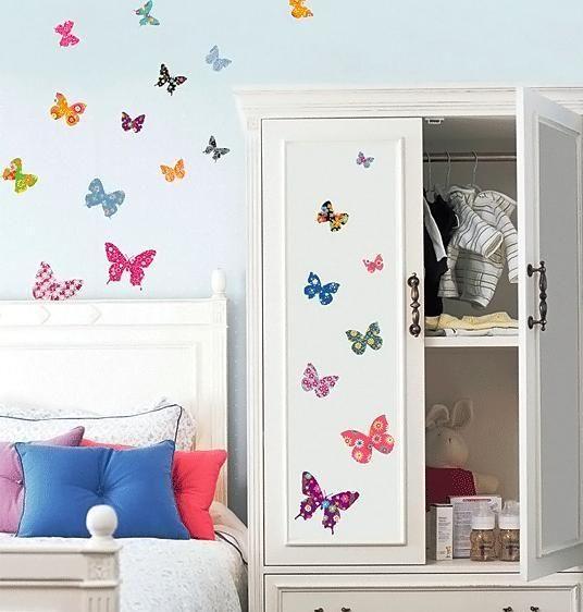 38 vackra och färgglada fjärilar att enkelt montera på din vägg.Den största är ca 17x14 cm om den minsta ca 6x5 cm.Passar bäst på ljusa väggar.Denna självhäftande väggdekor är avtagbar, återanvändbar, stänksäker och dessutom fin även på möbler! Dekoren lämnar inga märken och fäster självklart på alla jämna och torra ytor.