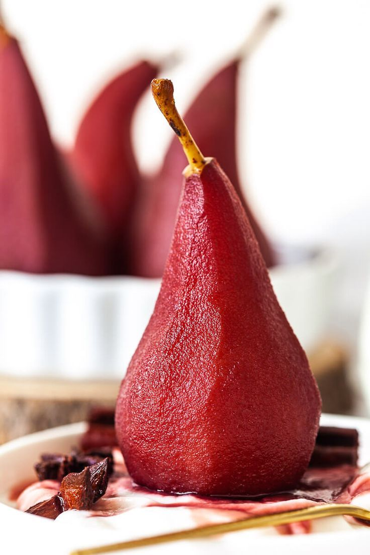 Spiced Red Wine Poached Pears Are A Delicious Easy And Light Winter Dessert For Your Holiday Meal Vegan In 2020 Wine Poached Pears Poached Pears Light Winter Dessert