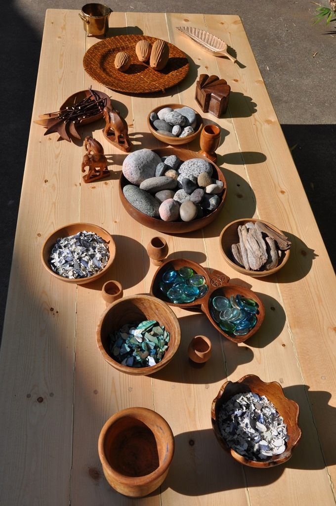 Outdoor loose parts provocation ≈ ≈ for more inspiring pins: http://pinterest.com/kinderooacademy/new-found-materials/