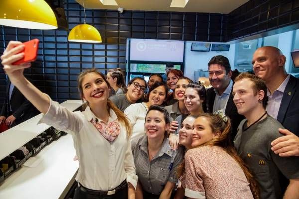 Arcos Dorados avanza con su plan de inversiones: 18 locales de McDonald's ya cuentan con una nueva experiencia tecnológica