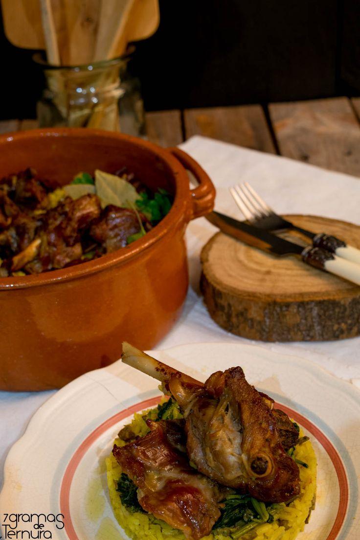 A receita de hoje é uma sugestão para o vosso almoço da Páscoa.  Cabrito assado acompanhado de um maravilhoso arroz de açafrão com os miúdo...