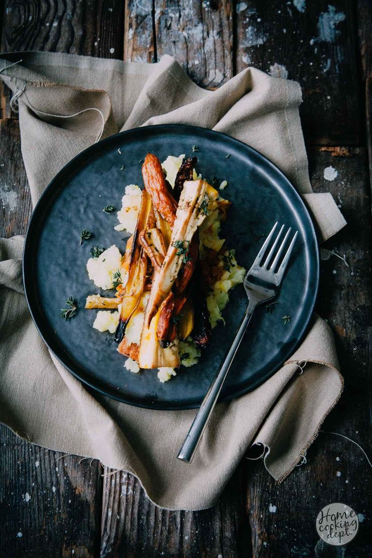 Super lekker pastinaak recept met geroosterde pastinaak, wortel en pompoen in een romige mascarpone stamppot met walnoten en tijm.