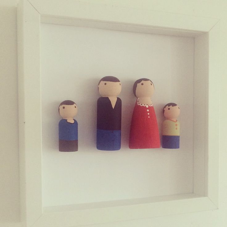 Peg People, Peg People Family frame, Family Portrait, Family Tree  by PerfectParcels1 on Etsy https://www.etsy.com/listing/244927051/peg-people-peg-people-family-frame