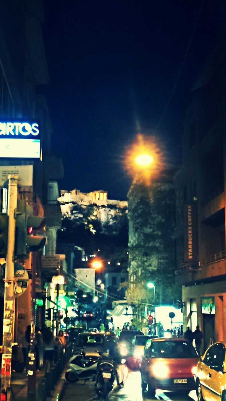 Night in Athens or Athens by night? However we call it, it's a unique experience a walk under this night sky... 🌉🌉🌉