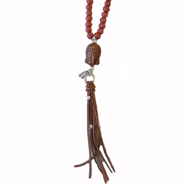 Ketting met houten kralen en boeddha hoofd.