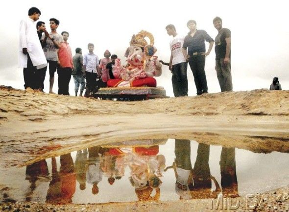 A mirror image as the idol gets ready for Visarjan. Pic/Nimesh Dave #indipin