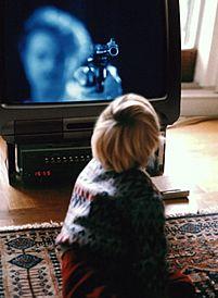 Como resultado de la repetición de violencia en los medios de comunicación los niños suelen adaptar esta violencia y reflejarla ante la sociedad.