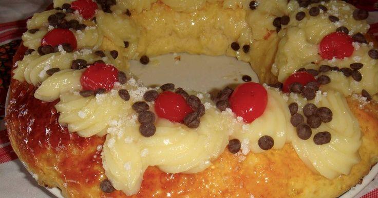 Fabulosa receta para Rosca de Reyes o Pascua Osvaldo Gross. Receta del maestro pastelero Osvaldo Gross. Con una pequeña vuelta de rosca que el mismo da que es cocinar la rosca sin decorar. A mi gusto la mejor que eh probado. La masa no me resulto para nada seca. Lógico que como toda masa hecha con levadura fue consumida en el día. Crema pastelera espesa de panadería https://cookpad.com/ar/recetas/492324-crema-pastelera-espesa-de-panadería