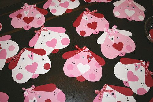 Dog face craft for kids made out of hearts for Valentine's Day #kindergarten