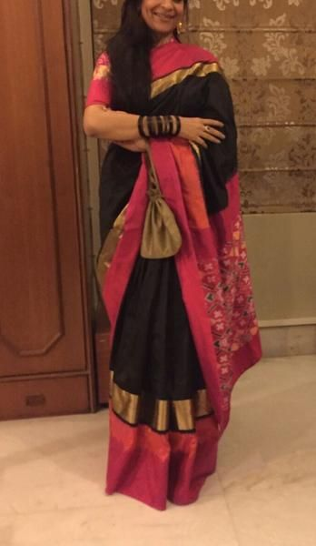 The traditional ikat technique and zari detailing add an ethnic flair to this elegant Pochampally saree. Measurements:Saree : Length - 5.5mtr, Width - 45.5in, B