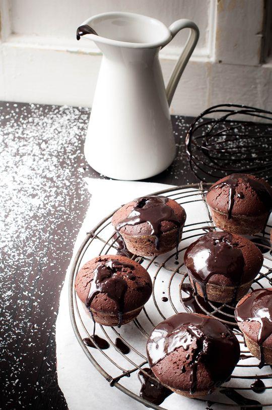 Pinacolada süti – Rumos brownie ananászlekvárral és kókuszszórattal