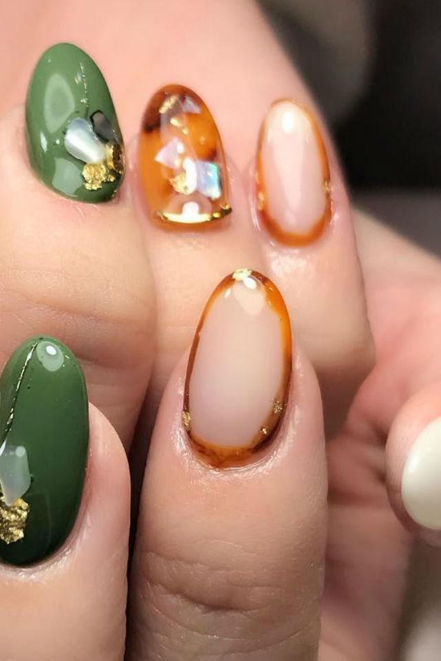 Trend Alert The Frame Nails Are Back And Here S How To Wear Them Toenail Polish Designs Transparent Nails Nail Shapes