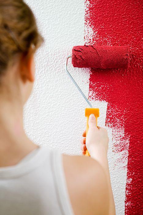 ¿Quieres pintar los muros de tu hogar? Atrévete con colores llamativos como el rojo colonial, llenará de energía tus ambientes. #Sodimac #Homecenter.