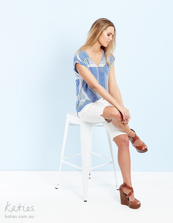 V NECK TOP / Minimal effort, maximum effect dressing is made easy with our v-neck top in a new exclusive geometric print. Pair with a white short for a look that is easy to dress up or down.