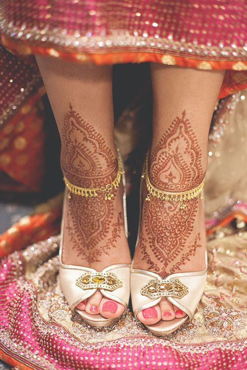 Mehndi Bridal Shoes : Simple leg mehndi do not want too much done on the feet