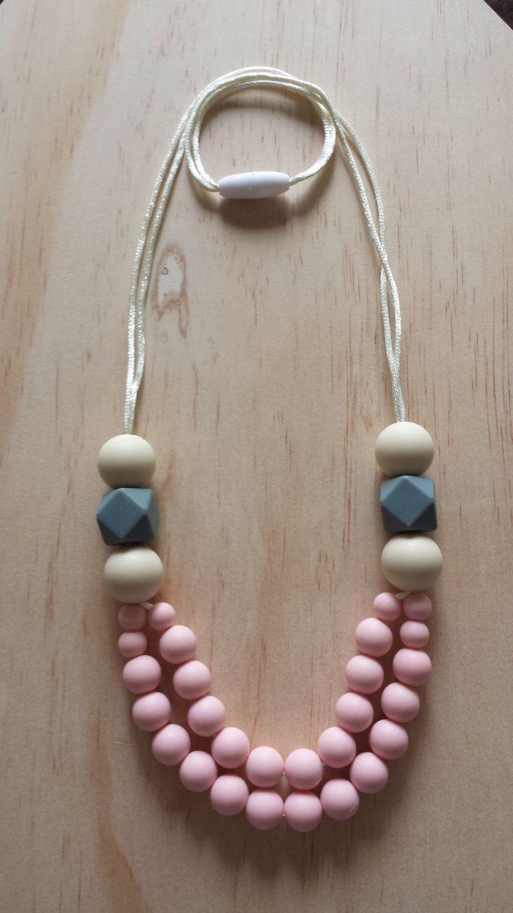 Collar de silicona - amapola en rosa- de IndigoLaneDesign en Etsy https://www.etsy.com/mx/listing/228496087/collar-de-silicona-amapola-en-rosa