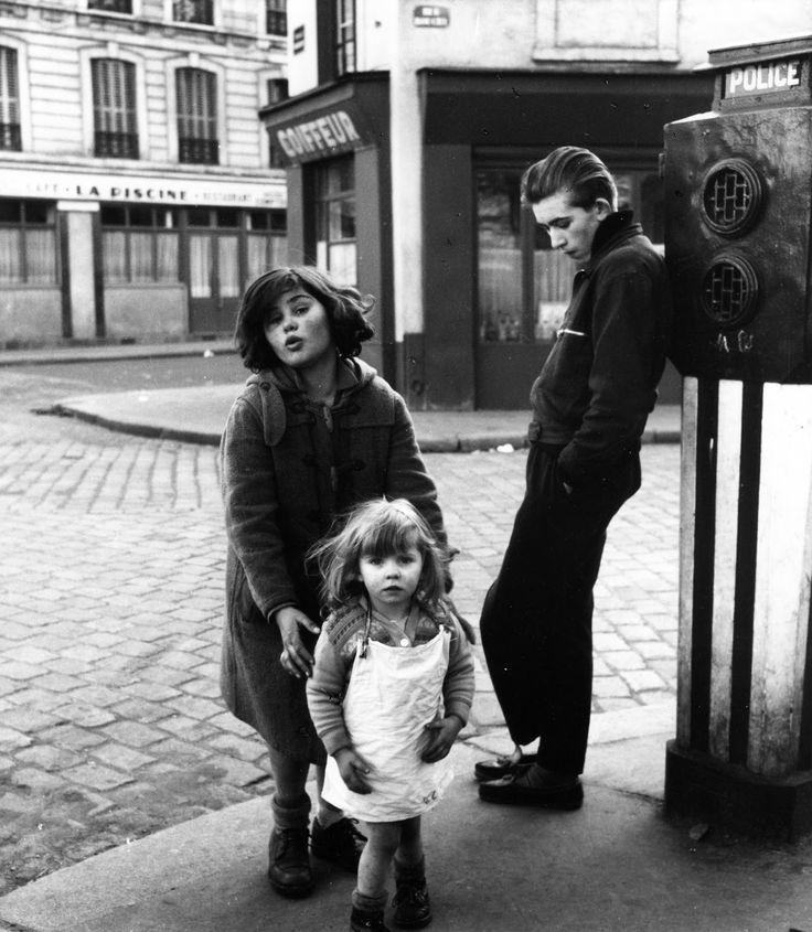 les-enfants-de-la-place-hebert - Robert Doisneau Un enchantement simple, 1950s