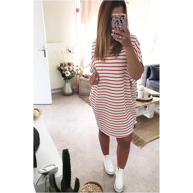 """3,396 mentions J'aime, 56 commentaires - ♡. M C C C (@lady.mel__) sur Instagram: """"#ootd ⚓️ • Robe oversize sweat #pullandbear • Shoes #converse •"""""""