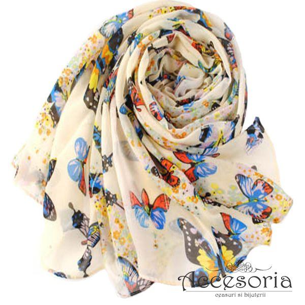 Esarfa Butterfly, disponibila pe nuante de alb, decorata cu imprimeuri fluturasi. www.accesoria-store.ro