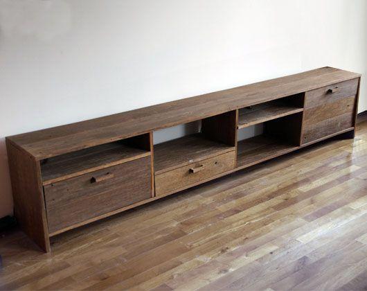 """TV meubel gemaakt van """"afval""""-hout uit de tuin. De kast heeft 3 lades en een aantal open vakken.  Materiaal: hardhout Afmeting: (b)250 x (h)50 x (d)40 cm Prijs: € 950,-*"""