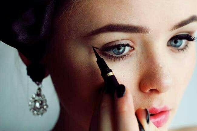 هم حطت كحل لعيونها الحلوات و هنة بلا كحل بالشوف چتالات فاضل الزبيدي Makeup Make Makeup Makeup Yourself