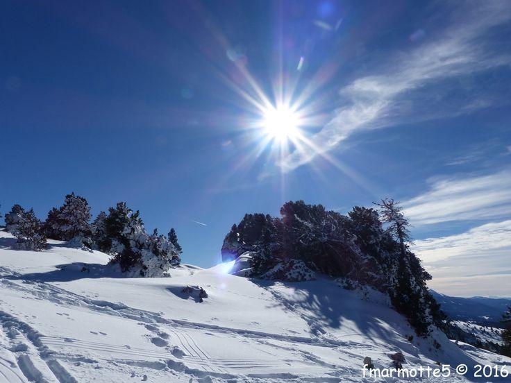 En ski de rando. Altitude de départ 1380 mètres Sommet du Moucherotte 1901mètres. Dénivelé 520 mètres. Carte 25 000 IGN Autrans 3235 OT Se garer sur le parking inférieur les Virets du Stade de Neige de Lans en Vercors . Suivre le GR 91 en passant vers...
