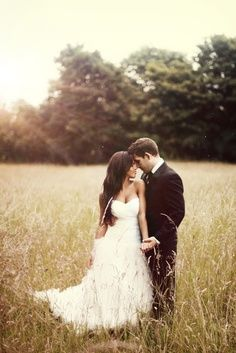 Romantic lighting, grassy meadow, flattering pose
