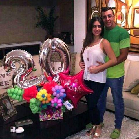 @albertosarraf Celebra los 20 años de su bella novia @adipetruccelli 🎂🎈💝 #arreglos  #arreglosconglobos #detalles  #regalo #original #gifts #cumpleaños  #felicidades #dulces #chucherias  #detalle  #numero  #números #globos  #balloons  #balloon #venezuela #venezolanosenelexterior #handmade  #hechoamano #hechoenvenezuela  #abanicos #rosetadepapel  #globos #floresdepapel #molinos #globosdenumeros  #chocolates #numeros
