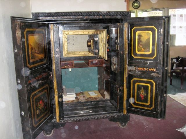 Antique Safes: value of antique safe, county treasury, informal evaluation - 30 Best Banks & Vault Doors Images On Pinterest Vault Doors