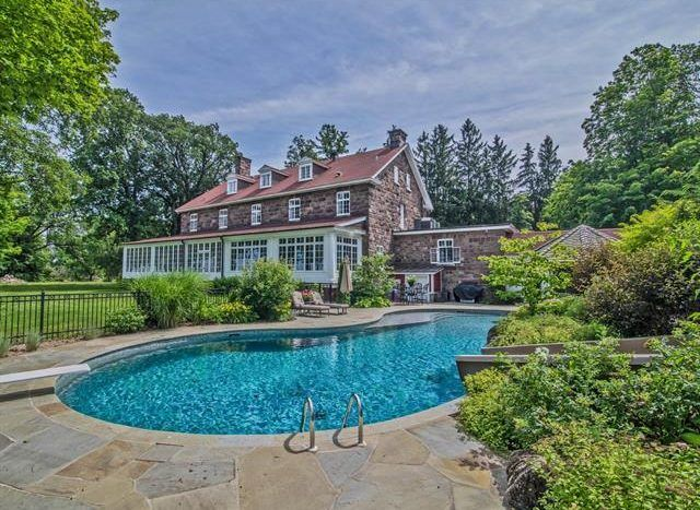 Luxury Homes Hudson Qc 64 Rue Main Luxury Homes Home And Family Luxury Real Estate