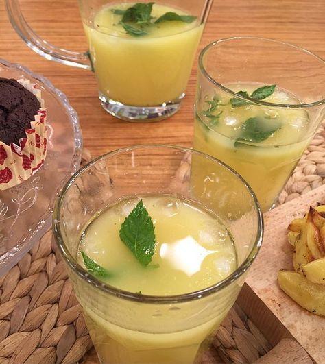 Limonata yapımında @sedefiybar üzerine tanımam, 6 limonun kabuklarını rendeleyip içine nane koyup blendırdan geçirdi ve 4 limonu sıkıp üzerine ekledi, 2 yemek kaşığı bal ekleyerek en son su ve buz ekledi ( su miktarı kendi istediğiniz kadar) #limonata #diyet #zayıflama #egzersiz #spor #limkn #besin #diyetteyim