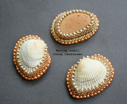 Excellent pictorial tutorial on creating bezels on natural items such as shells with fabric/leather backing (Not in English, but over 40 photos) Ярмарка Мастеров - ручная работа