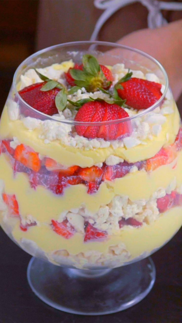 Recipe with video instructions: Layered with crispy meringue and creamy white chocolate, this strawberry dessert is a delight. Ingredients: 600g cream, 300g melted white chocolate, 3 egg whites, 240g of baked meringues, 600g chopped strawberries, Strawberries to decorate
