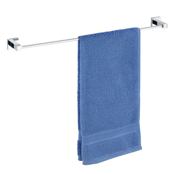 Die Handtuchstange Uno San Remo aus rostfreien verchromten Messing bietet mit über 60 cm genug Platz für ein Badetuch oder zwei Handtücher. Außerdem verfügt der Handtuchhalter über eine Power-Loc Wandbefestigung, die eine Befestigung ohne Bohren ermöglicht. Gesehen für € 44,99 bei kloundco.de.